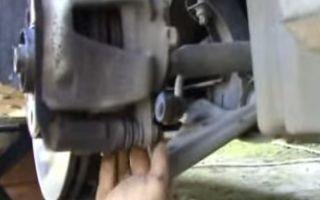 Замена передних тормозных колодок Опель Корса