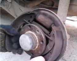 Замена задних тормозных колодок ВАЗ 2110