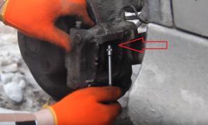 Замена задних тормозных колодок Citroen С5