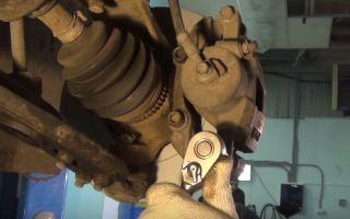 Замена передних тормозных колодок Дэу Нексия