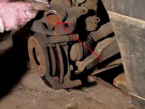 Замена передних тормозных колодок Фольксваген Пассат Б3