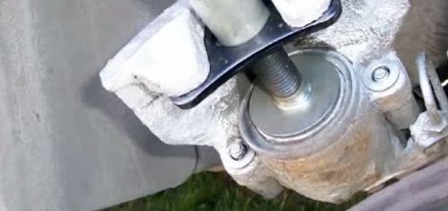 Замена передних тормозных колодок и дисков Volkswagen Passat B5
