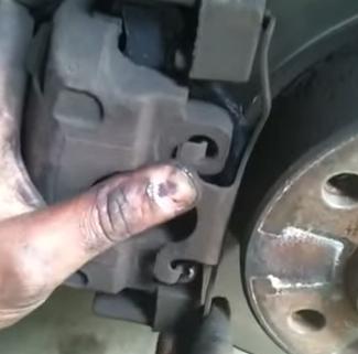 Ставим металлическую скобу BMW E39
