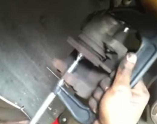 Втапливаем тормозной поршень БМВ Е39