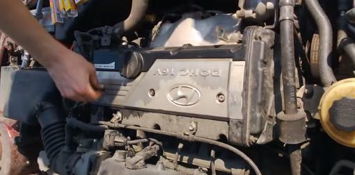 закручиванием крышку Hyundai Accent