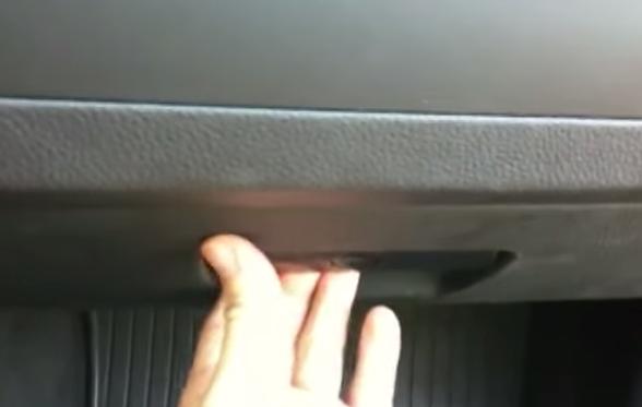 Открываем бардачок BMW e90