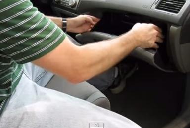 Выводим бардачок из зацепления Хонда Цивик
