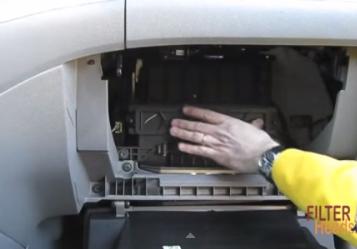 Ставим фильтр Honda Odyssey