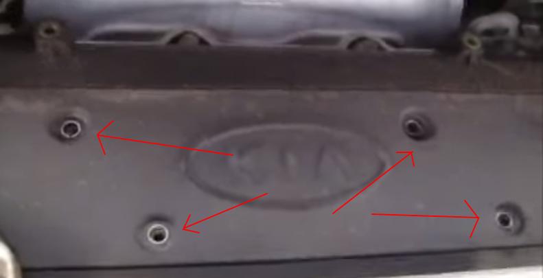 Демонтируем крышку двигателя Киа Сид