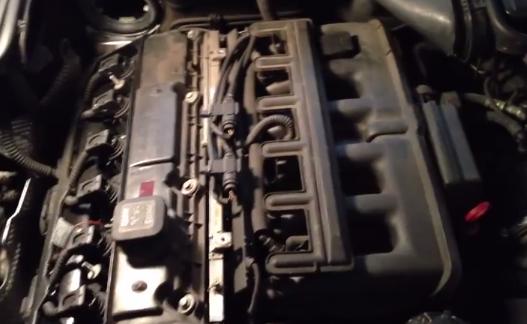 Откручиваем декоративную защиту двигателя БМВ Е39