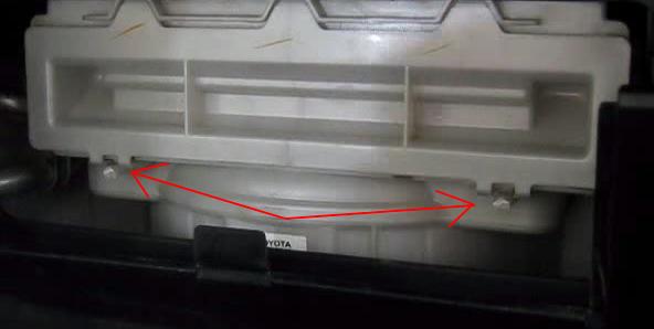 Открываем крышку салонного фильтра Лексус ЛС430
