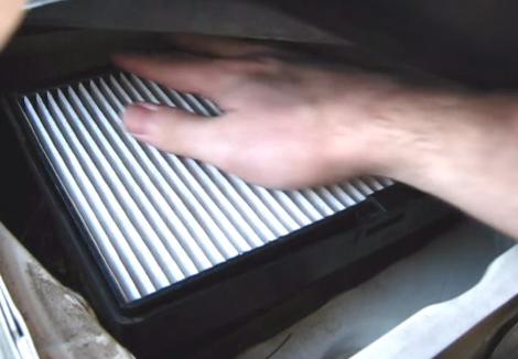 Ставим новый салонный фильтр Volvo V70