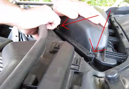 Защелки крышки салонного фильтра BMW 528xi