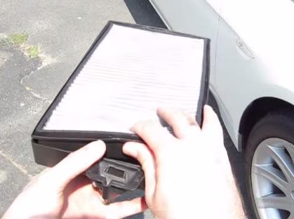 Меняем фильтрующих элемент салонного фильтра BMW 745Li(2003)