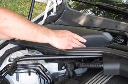 Ставим новый фильтр в посадочное место BMW 528xi