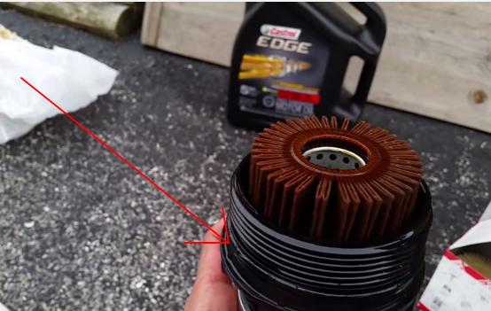 Меняем фильтрующий элемент и меняем уплотнительную резинку Тойота Рав 4