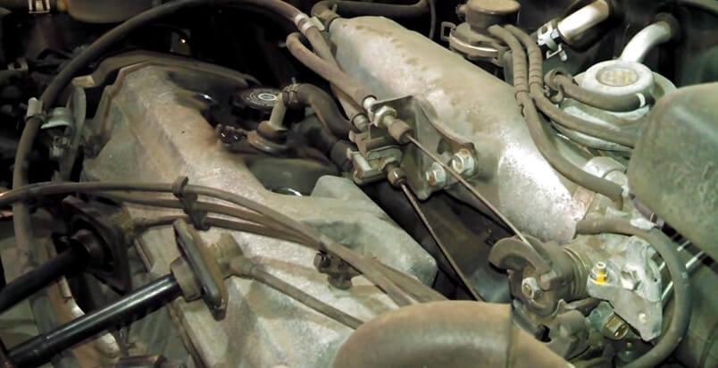 Вынимаем свечные наконечники Тойота Рав 4