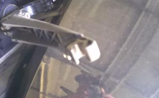 Устанавливаем новый стеклоочиститель Тойота Рав 4