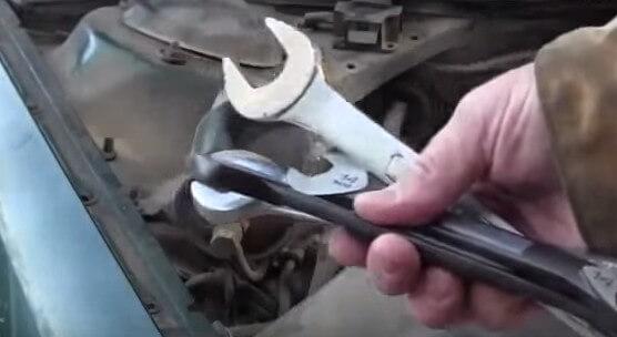 Инструмент для замены топливного фильтра Ауди А6 С4