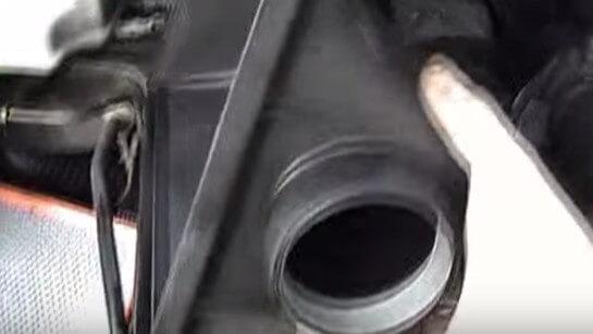 Открываем крышку фильтра Мерседес Спринтер 311
