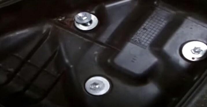 Получаем доступ к фильтру Тойота Авенсис