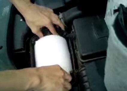 Меняем воздушный фильтр Фольксваген Джетта