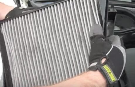 Устанавливаем новый салонный фильтр Мерседес w211