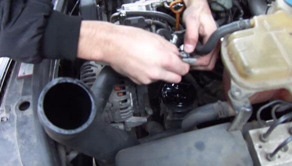 Меняем уплотнительные кольца на клапане Ауди А6 С5