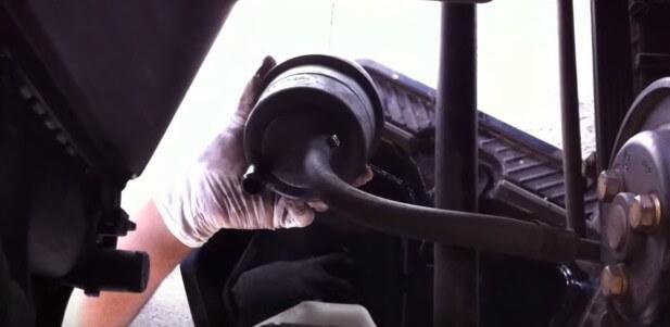 Выгоняем остаточное масло в гуре БМВ Е36