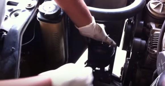 Устанавливаем гур на место и закрепляем БМВ Е36