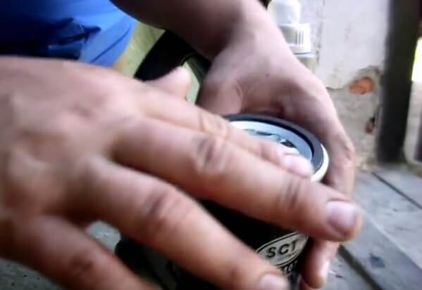 Смазываем резинку на фильтре Ауди 80