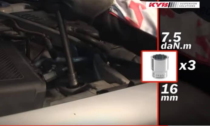 Закрепляем амортизатор сверху Ауди А4 Б5