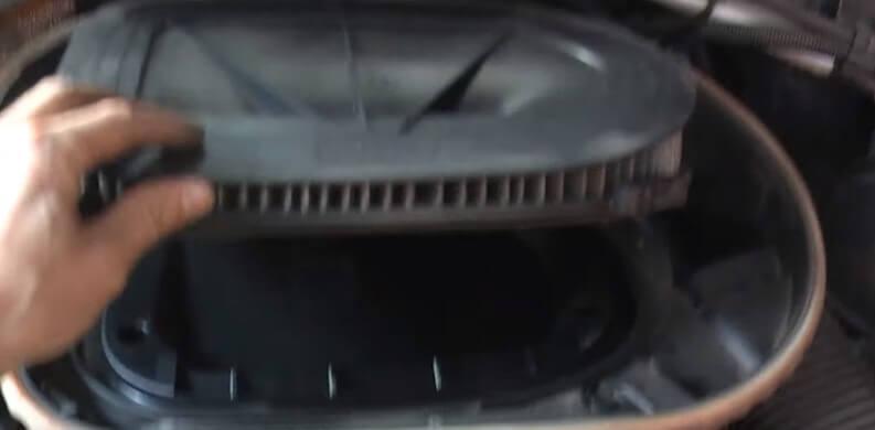 Извлекаем воздушный фильтр БМВ Х3