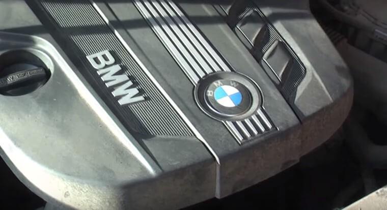 Снимаем крышку мотора БМВ Х3
