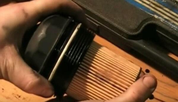 Устанавливаем масляный фильтр Опель Астра