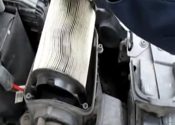 Скоба крепления воздушного фильтра Шкода Йети