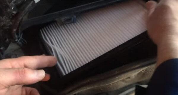 Устанавливаем салонный фильтр Лада Калина
