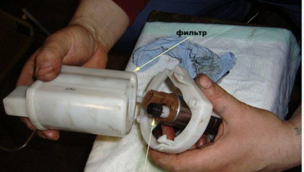 Извлекаем топливный фильтр Киа Сид
