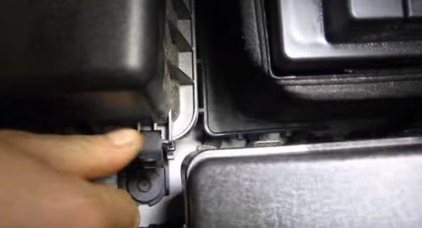 Защелки крышки воздушного фильтра Киа Сид