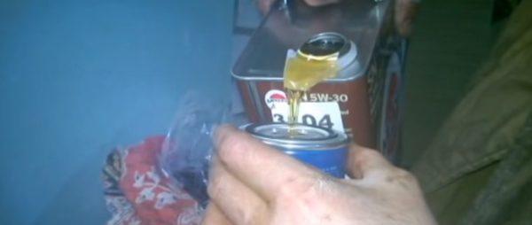 Заливаем масло в фильтр Хендай ix 35