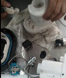 Снимаем трубку обратного тока топлива Хендай Туссан