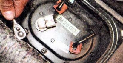 Болты крепления лючка топливного модуля Хендай Туссан
