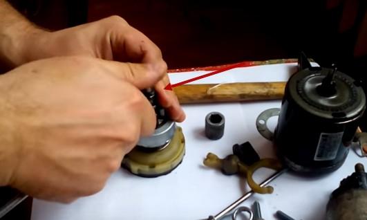 Снимаем стопорное кольцо бендикса Киа Сид