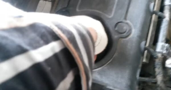 Масло заливная горловина Киа Спортейдж 3