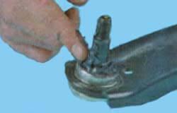Смазываем палец шаровой Киа Рио