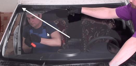 Вырезаем лобовое стекло Киа Соул