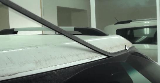 Снимаем верхний молдинг лобового стекла Киа Соул