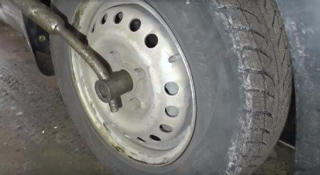 снять колесо ланос