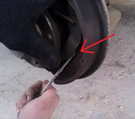замена задних тормозных колодок десятка
